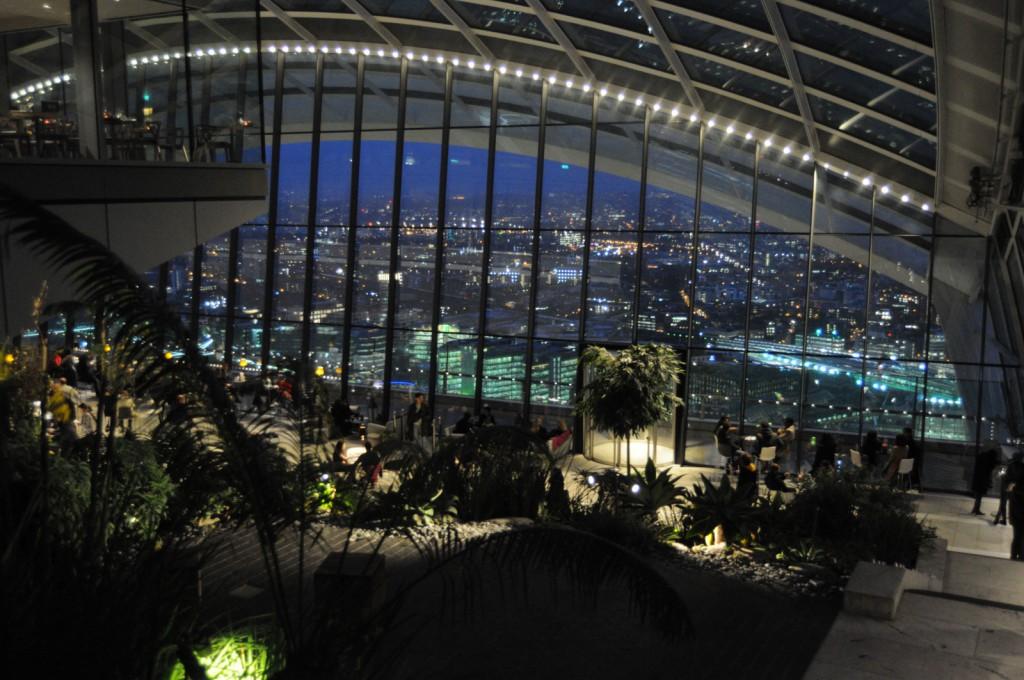 Poza de la etajul 36 spre etajul 35 - Sky Garden
